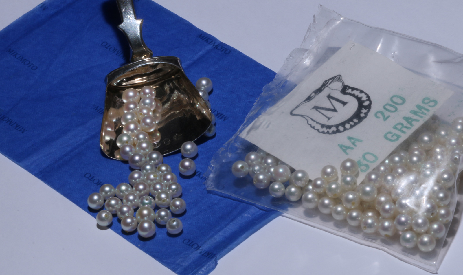our mikimoto pearls loose in packate with silver scoup